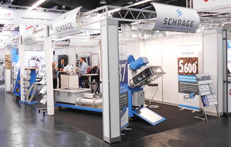 Schrage GmbH Messestand mit Besuchern auf der Powtech 2016
